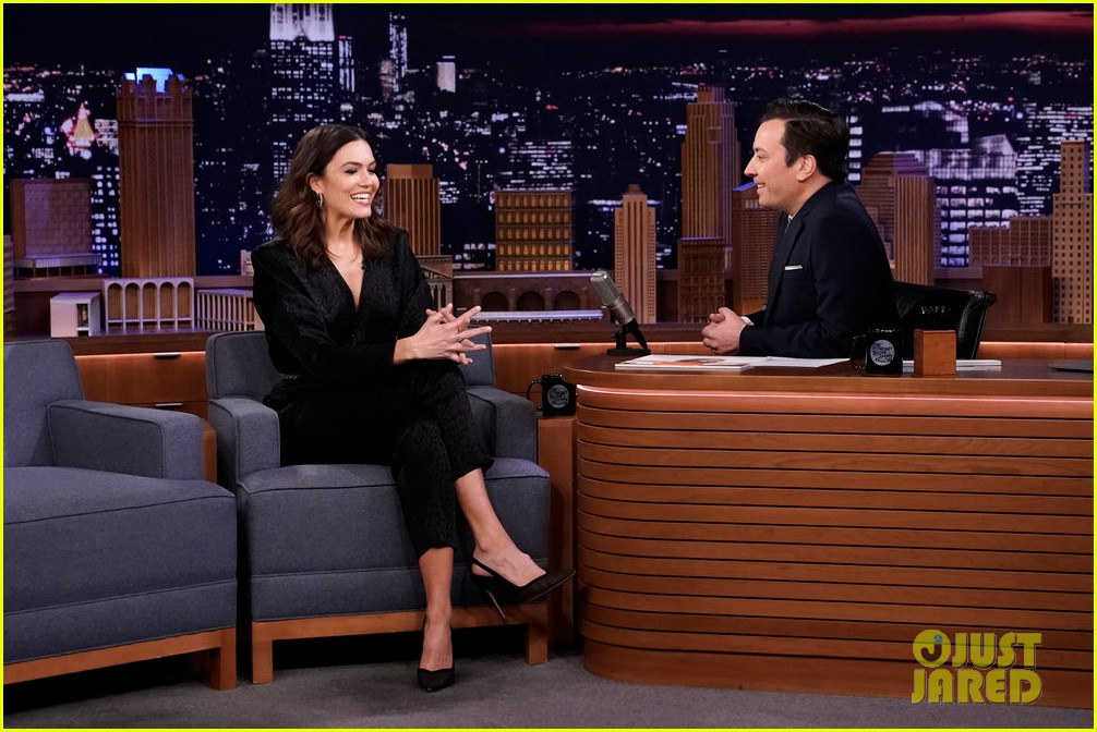 mandy moore performs when i wasnt watching during empty fallon audience 014449023
