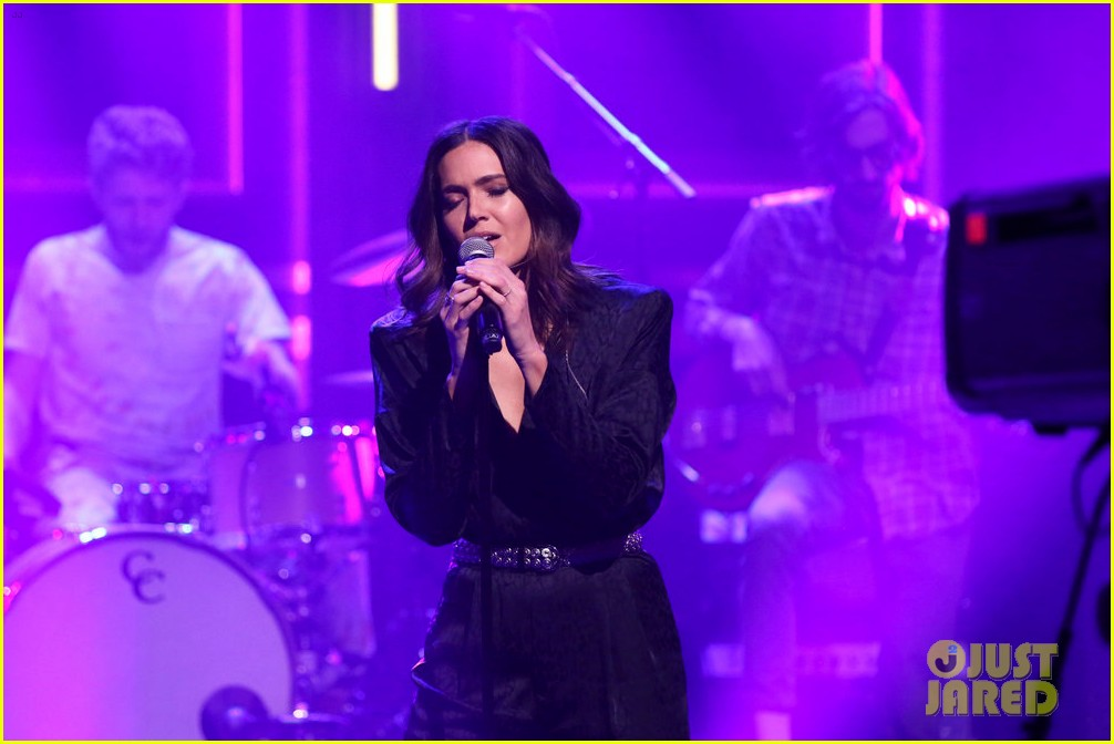 mandy moore performs when i wasnt watching during empty fallon audience 024449024