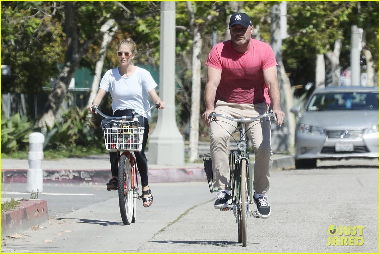 naomi watts liev schreiber bike rides la 034451153
