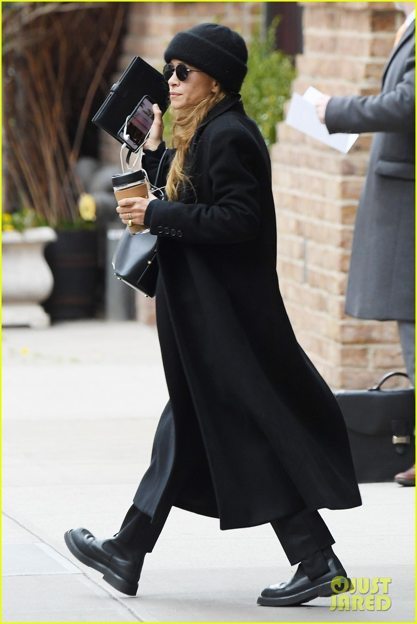 mary kate olsen bundles up in all black 054446781