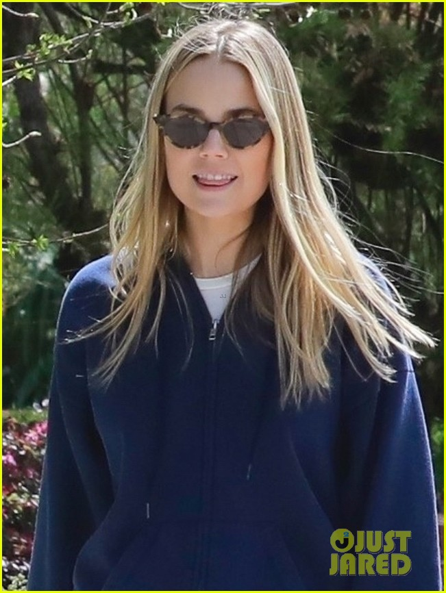 chace crawford ex rebecca rittenhouse meet up for walk 044451001