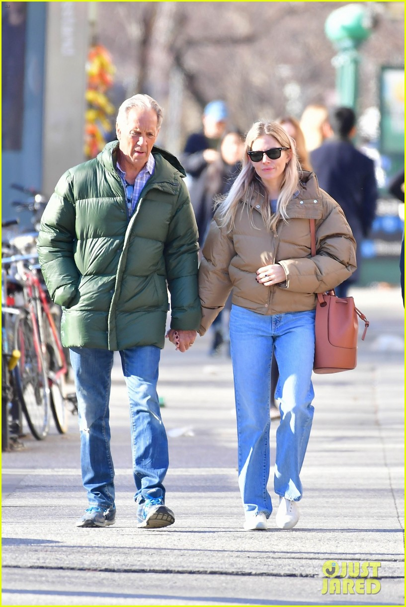 sienna miller dad edwin walk nyc 044446950