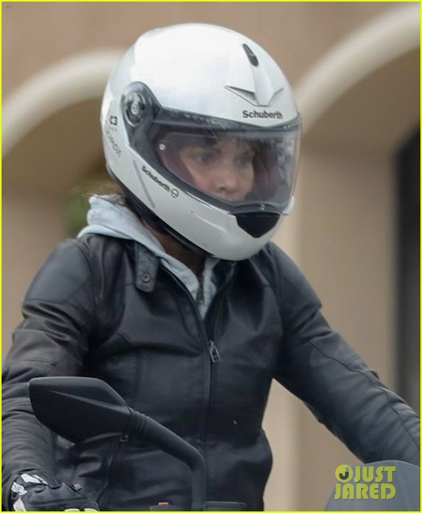 halle berry goes for motorcycle ride in malibu 044456054