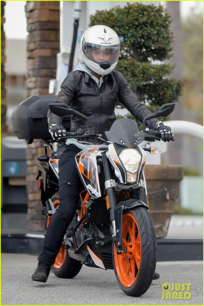 halle berry goes for motorcycle ride in malibu 054456055