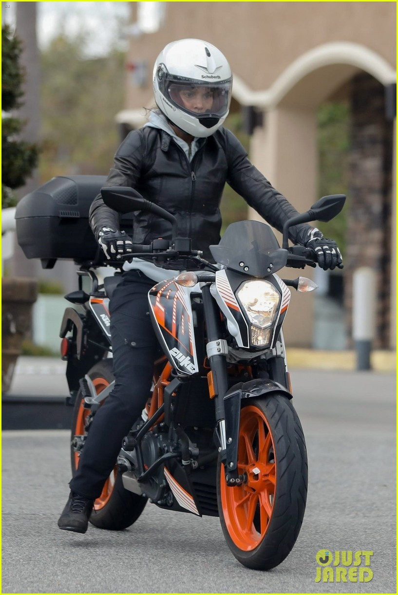halle berry goes for motorcycle ride in malibu 064456056