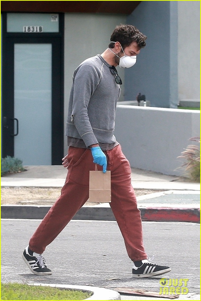 adam brody steps out after baby number two news 054453423