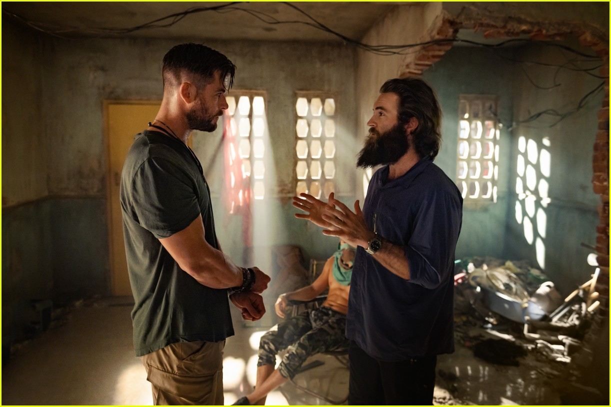 Chris Hemsworth S Extraction Is Netflix S Newest Action Movie Watch The Trailer Photo 4453242 Chris Hemsworth Netflix Pictures Just Jared