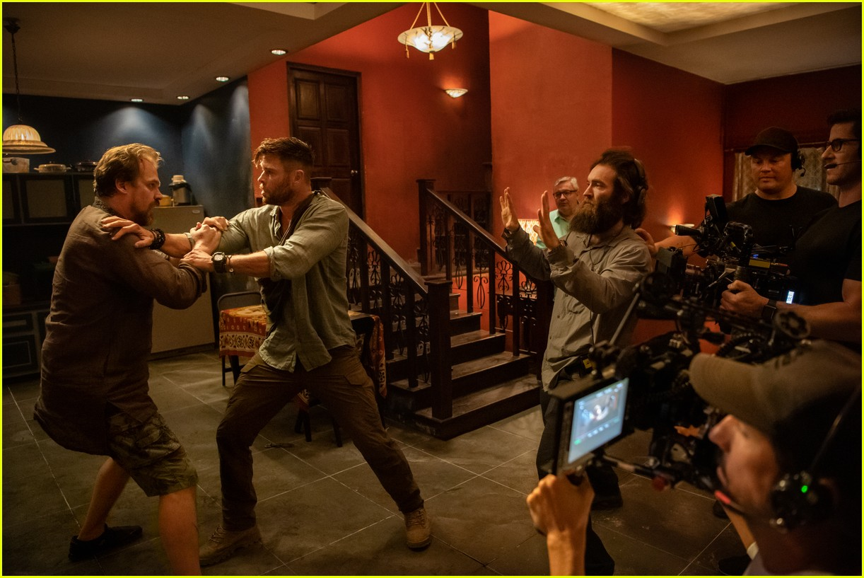 Chris Hemsworth S Extraction Is Netflix S Newest Action Movie Watch The Trailer Photo 4453243 Chris Hemsworth Netflix Pictures Just Jared