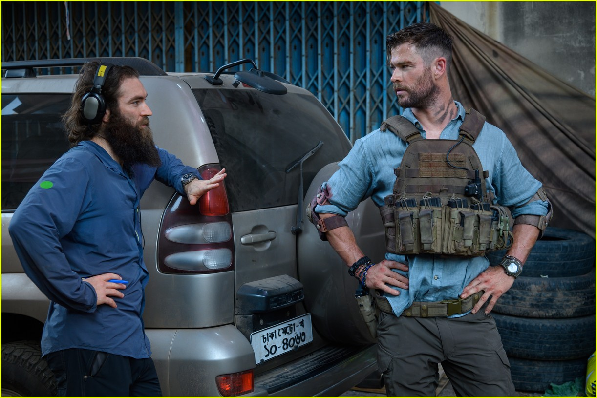 Chris Hemsworth S Extraction Is Netflix S Newest Action Movie Watch The Trailer Photo 4453244 Chris Hemsworth Netflix Pictures Just Jared