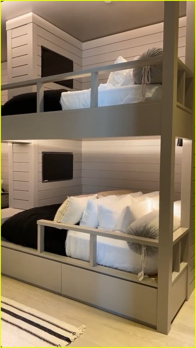kylie jenner bunk bed room 014453984