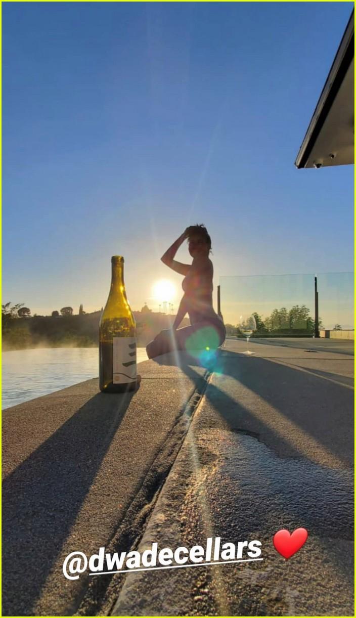 gabrielle union dwyane wade pool photo shoot 064454514