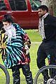 usher carries his dog bike ride girlfriend jennifer giocoechea 05