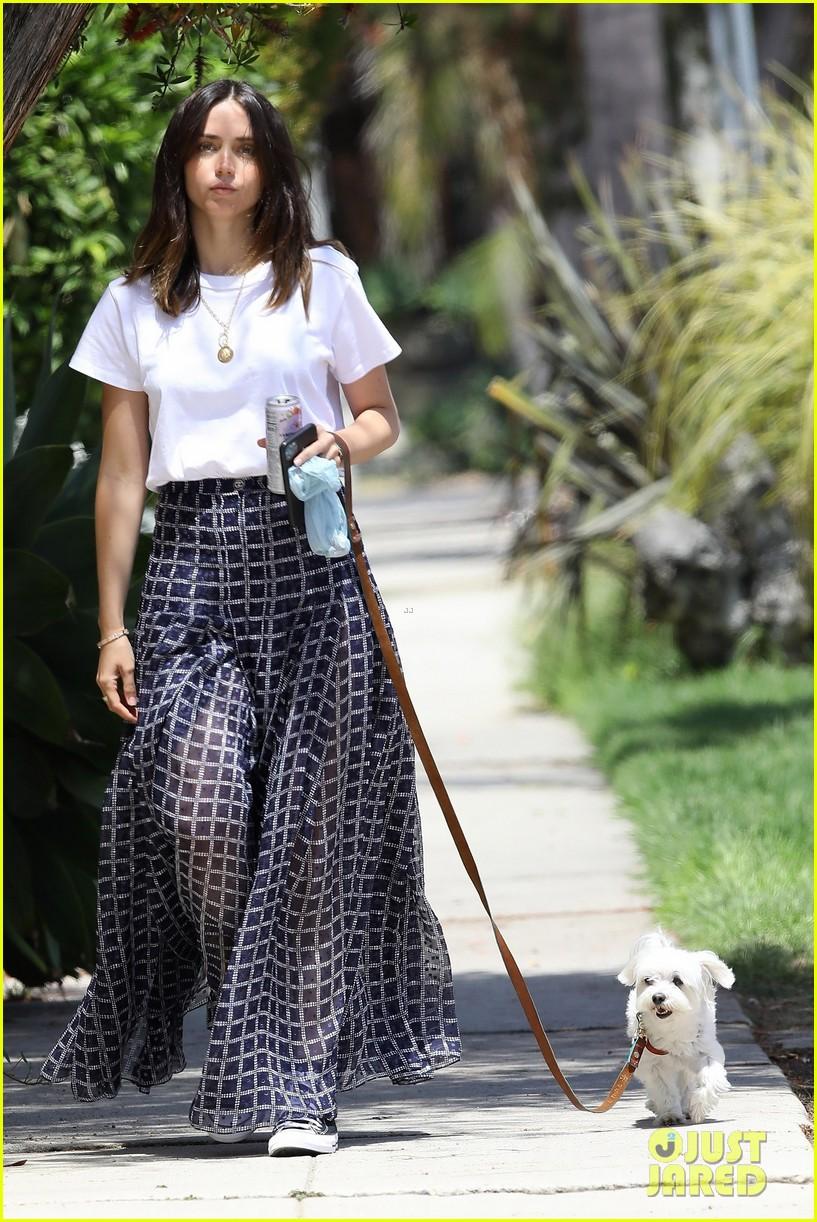 ana de armas printed skirt walk selfie 034458358