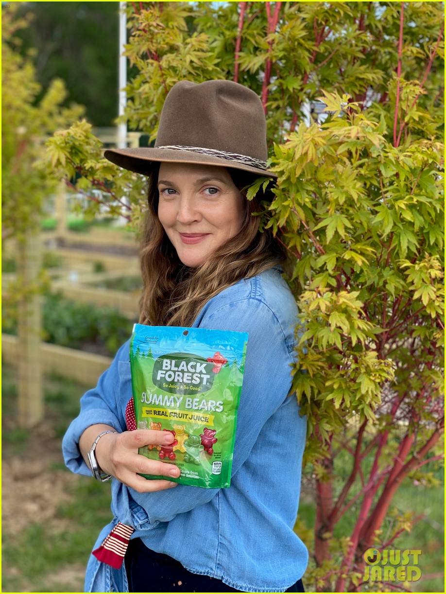 drew barrymore is celebrating national love a tree day in quarantine 034459940
