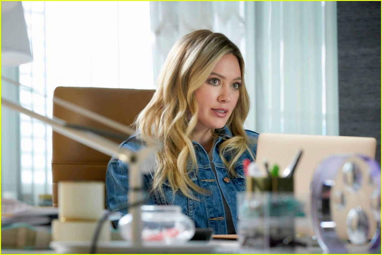 hilary duff younger spinoff 014458306