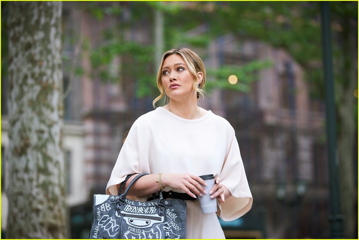 hilary duff younger spinoff 024458307