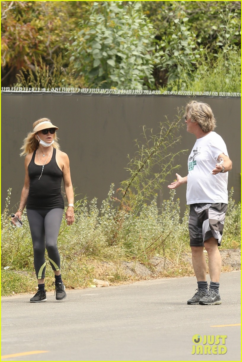goldie hawn kurt russell may 2020 044457542