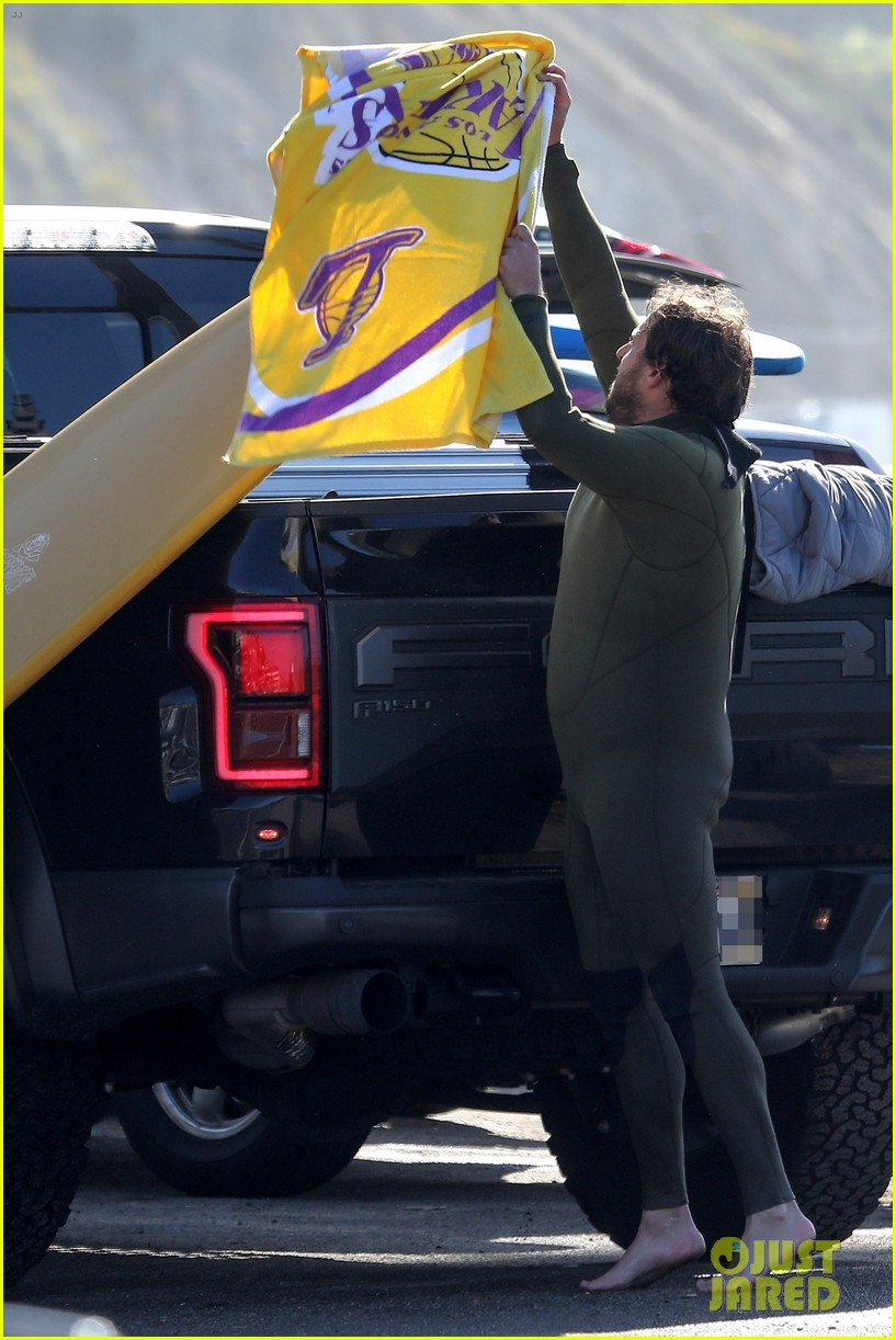 jonah hill slips into wetsuit for morning of surfing 014460075