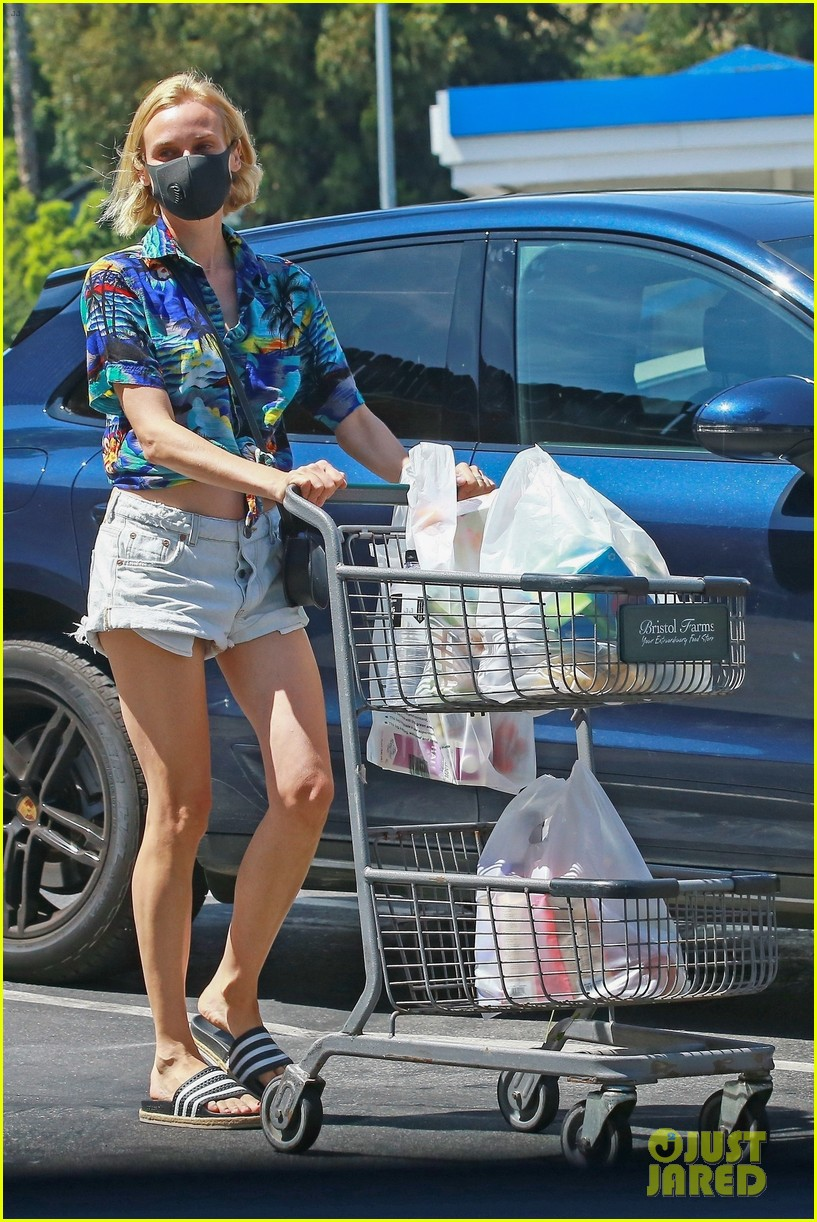 diane kruger shows off midriff grocery store run 054459901