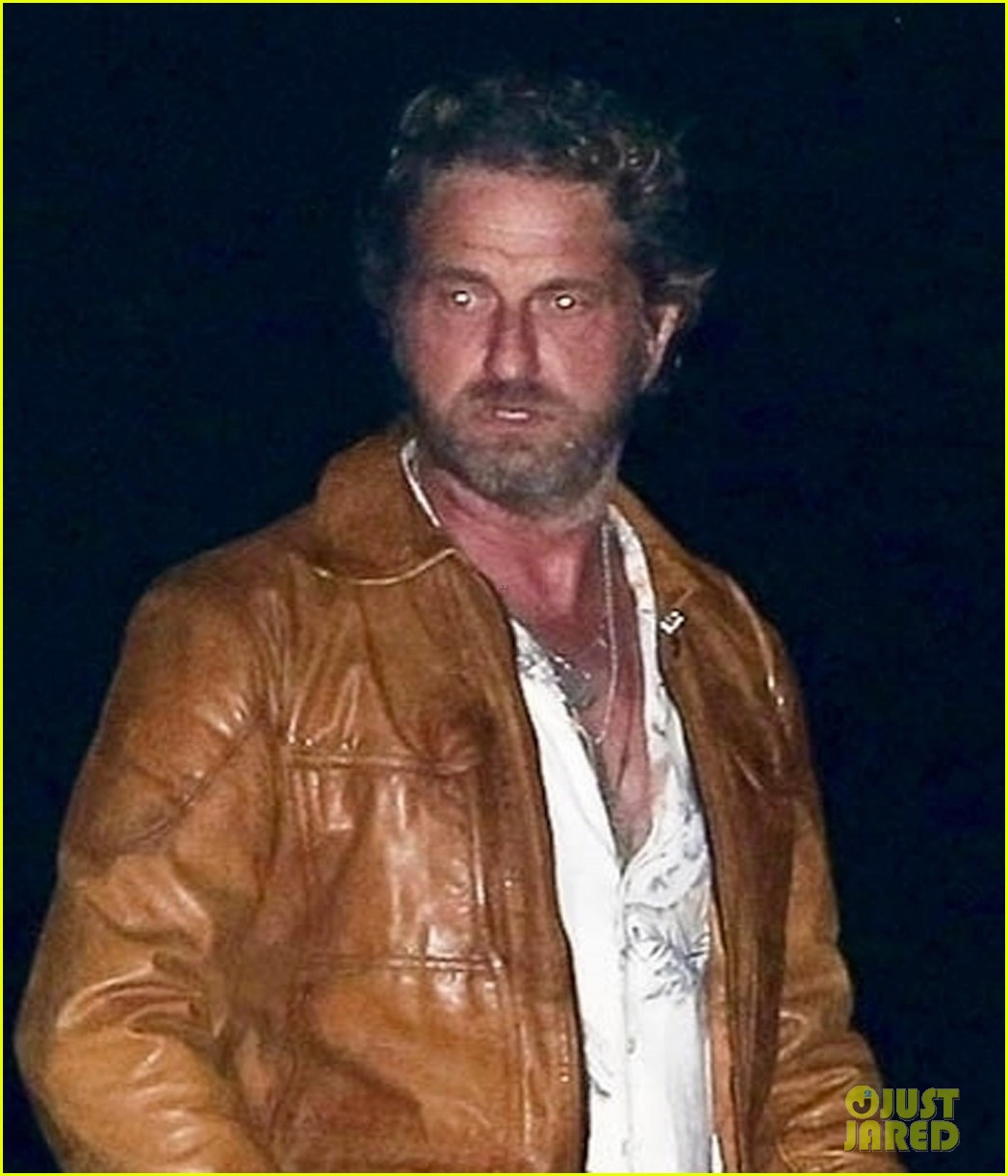 gerard butler goes out for dinner 044466351