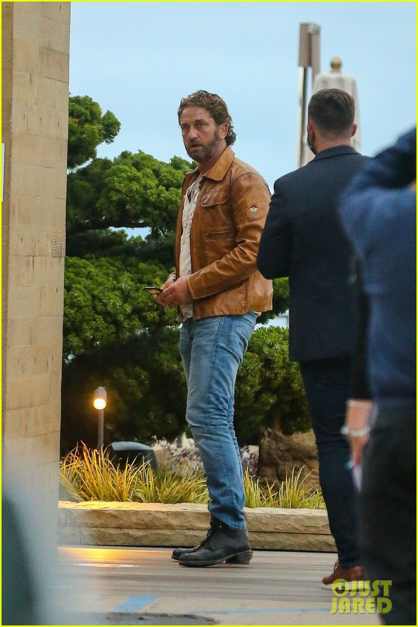 gerard butler goes out for dinner 054466352