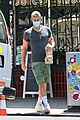 chace crawford picks up food and smoothies 01