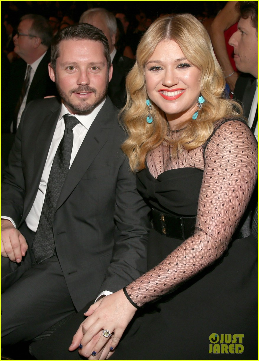 kelly clarkson friends shocked by divorce news 014462665