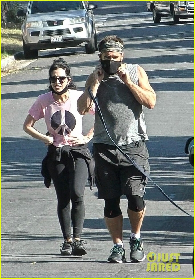 colin farrell works up a sweat on walk with sister claudine 014461879
