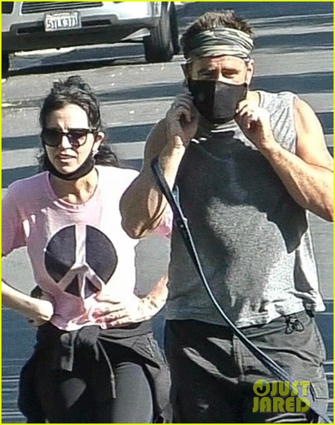 colin farrell works up a sweat on walk with sister claudine 044461882