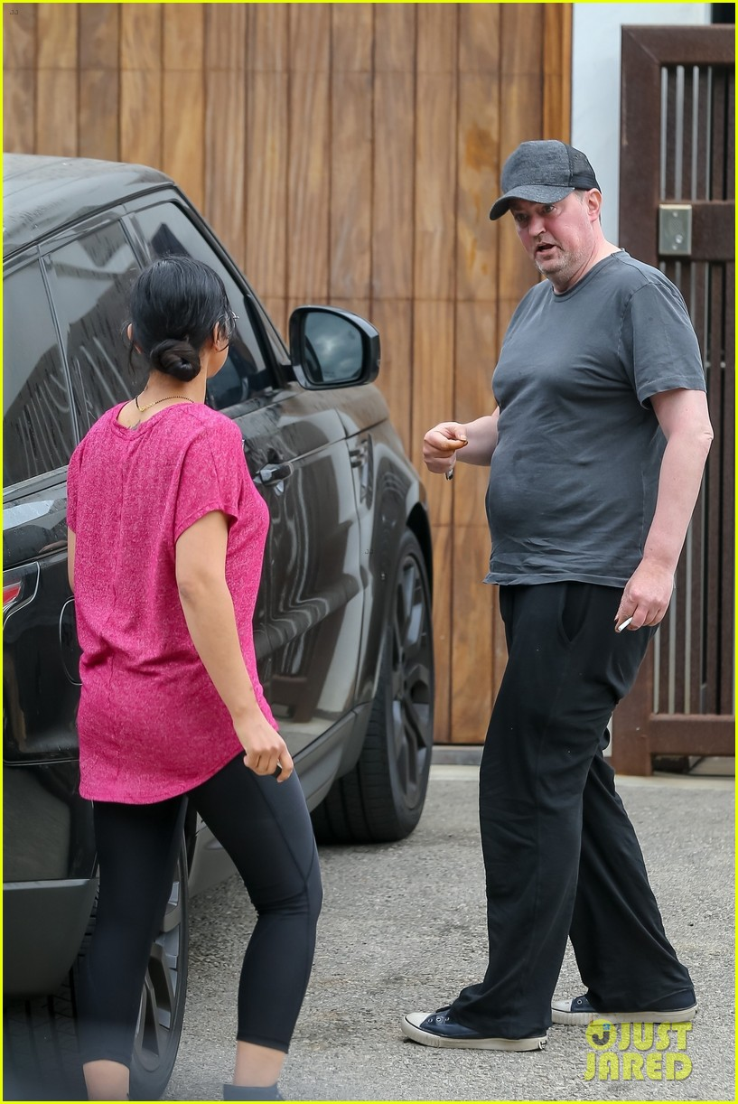 matthew perry steps out in la 054462408
