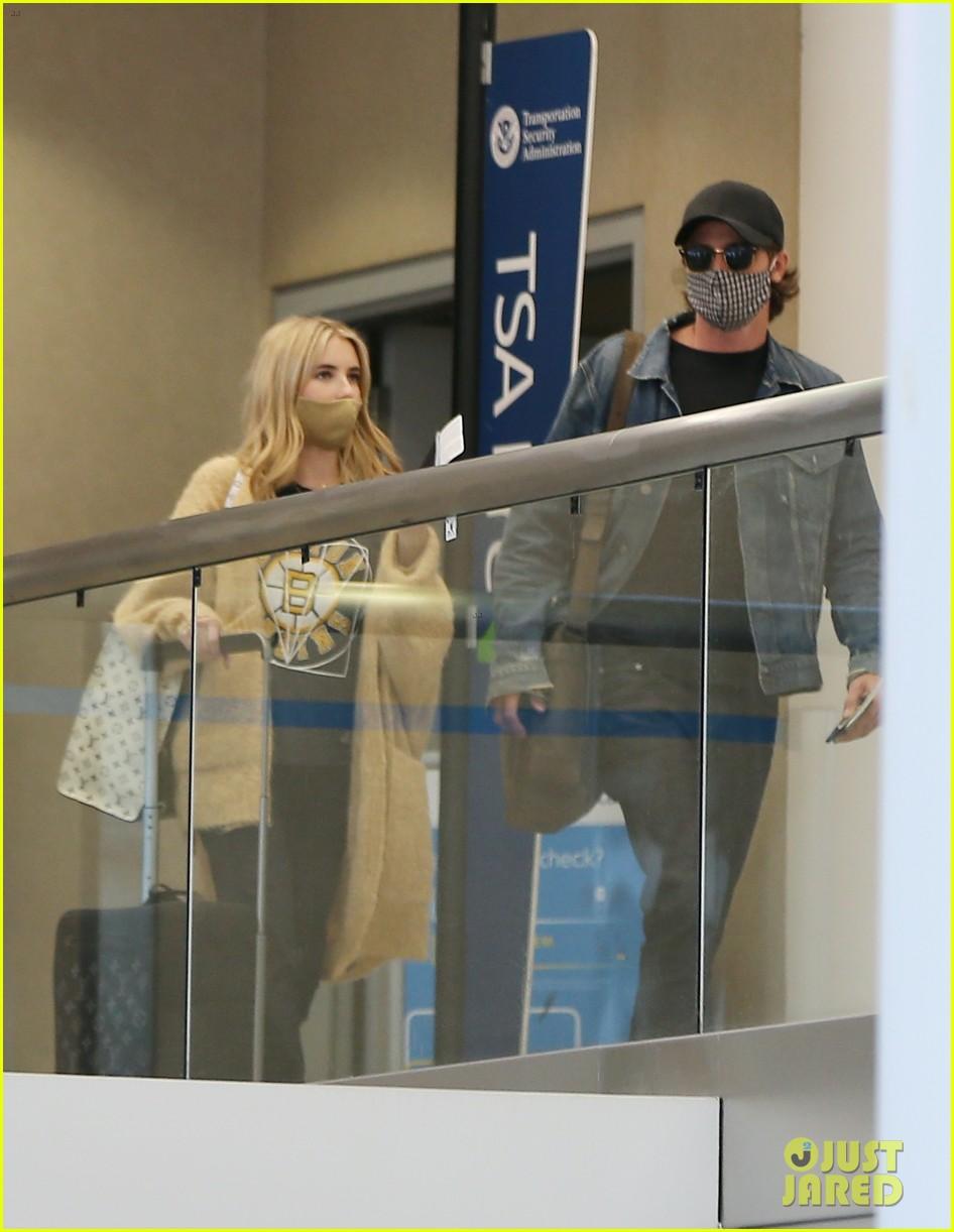 emma roberts garrett hedlund airport after pregnancy news 034465584