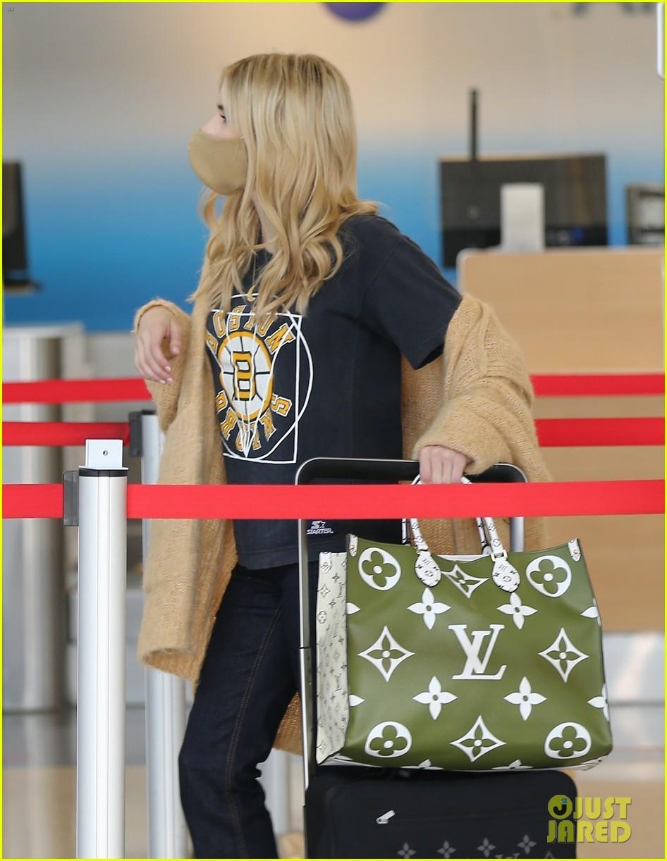 emma roberts garrett hedlund airport after pregnancy news 124465593