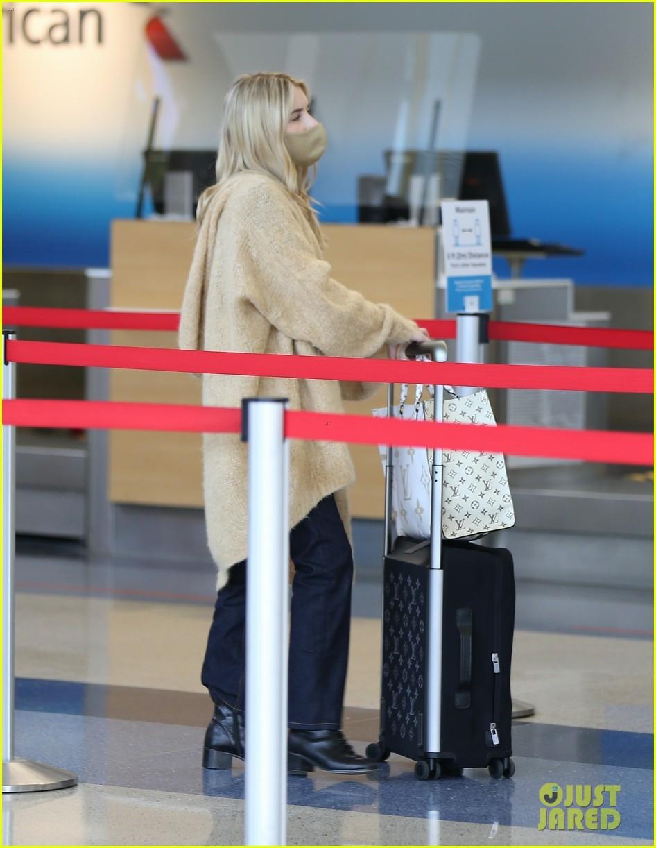 emma roberts garrett hedlund airport after pregnancy news 184465599