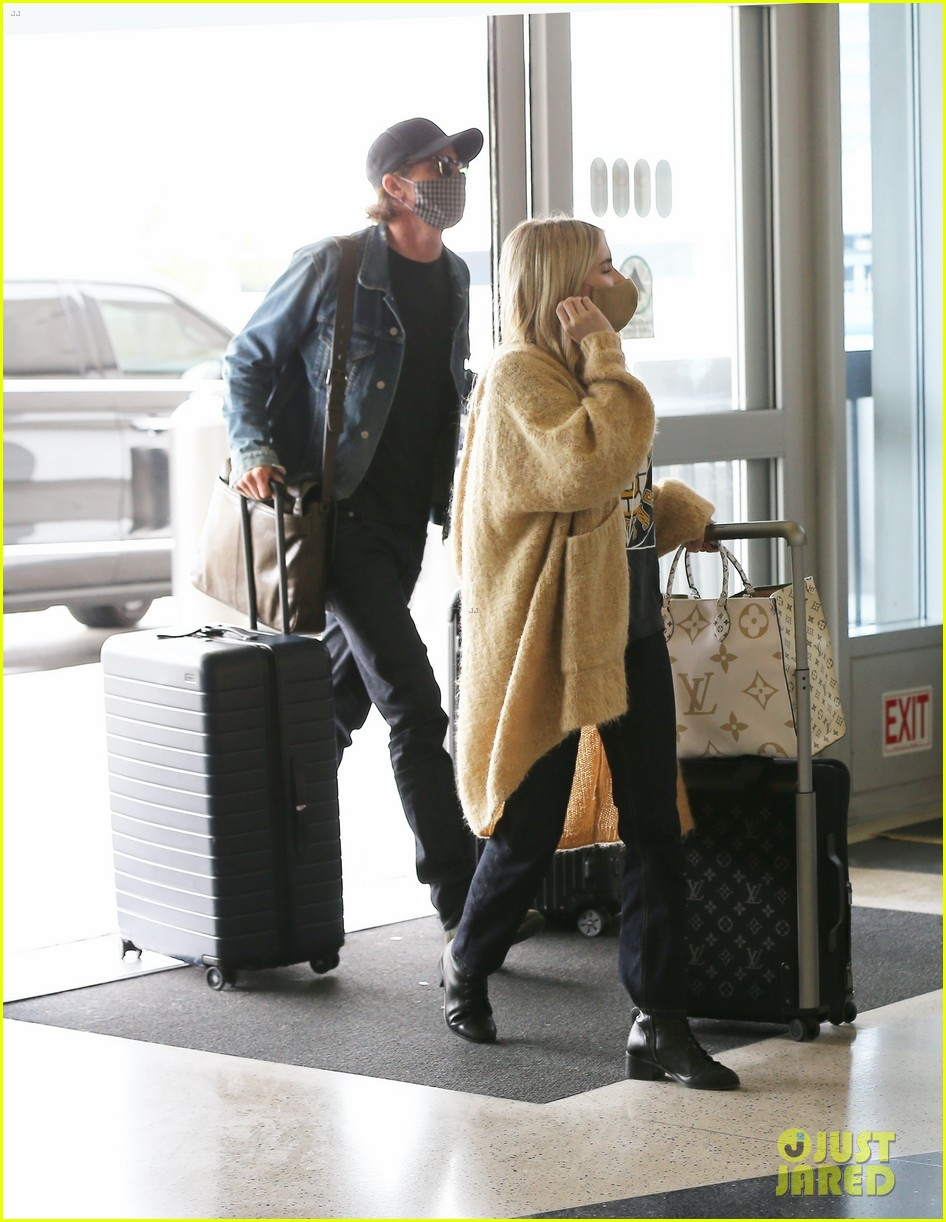 emma roberts garrett hedlund airport after pregnancy news 224465603