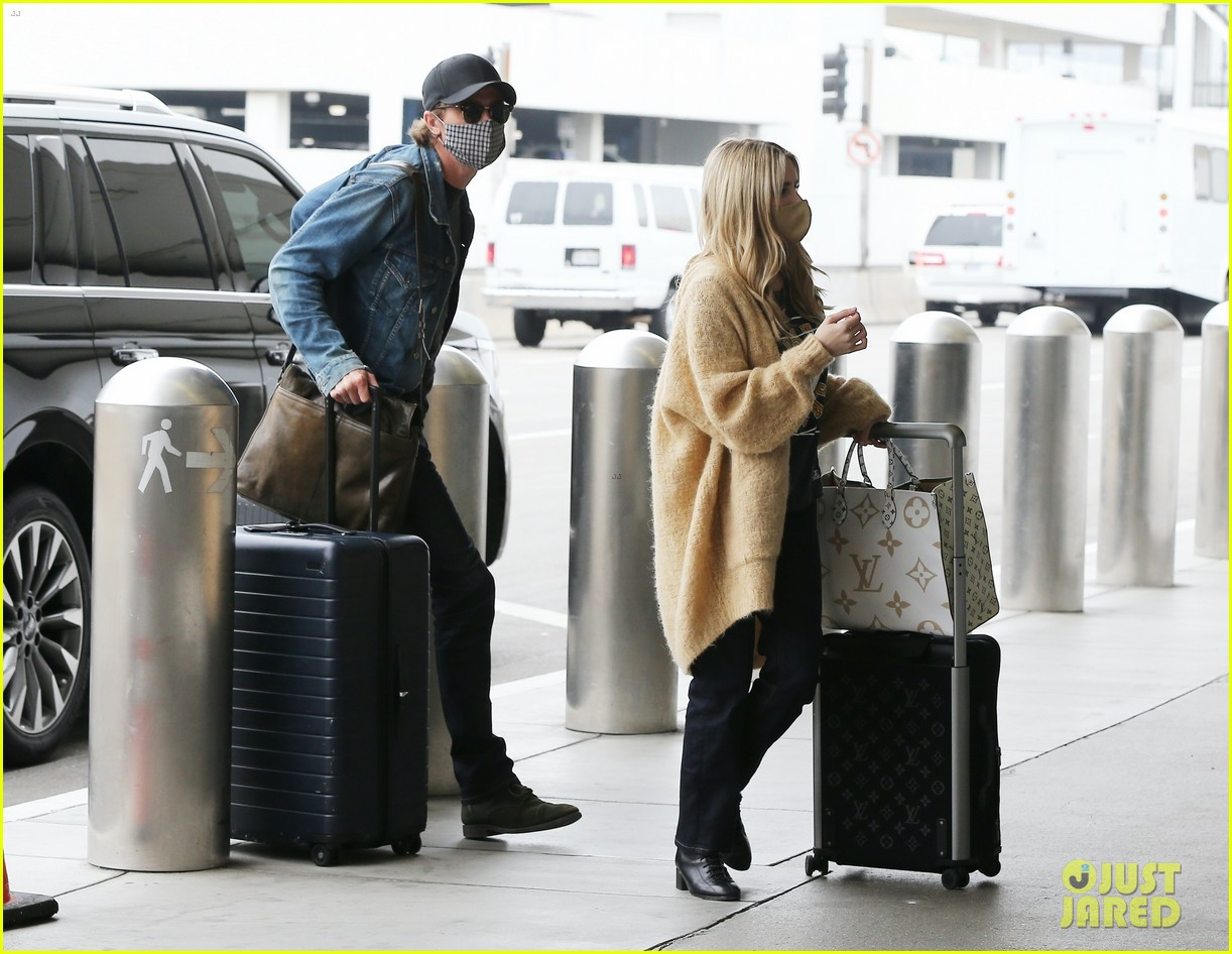 emma roberts garrett hedlund airport after pregnancy news 254465606