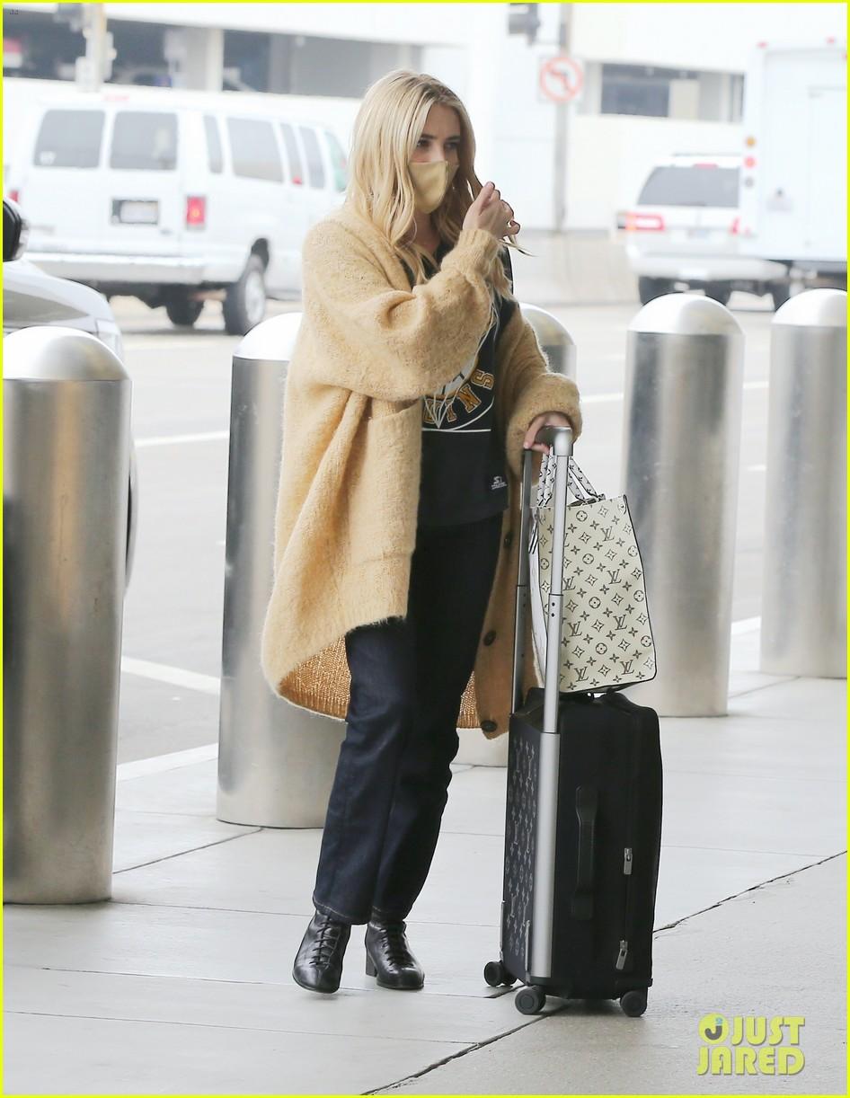 emma roberts garrett hedlund airport after pregnancy news 274465608