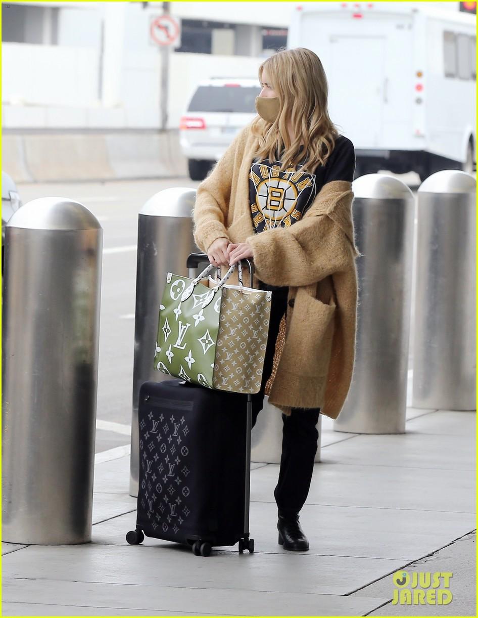 emma roberts garrett hedlund airport after pregnancy news 284465609