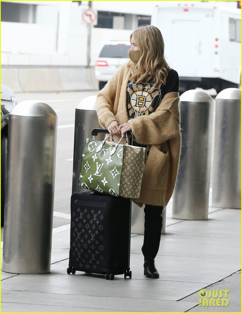 emma roberts garrett hedlund airport after pregnancy news 294465610