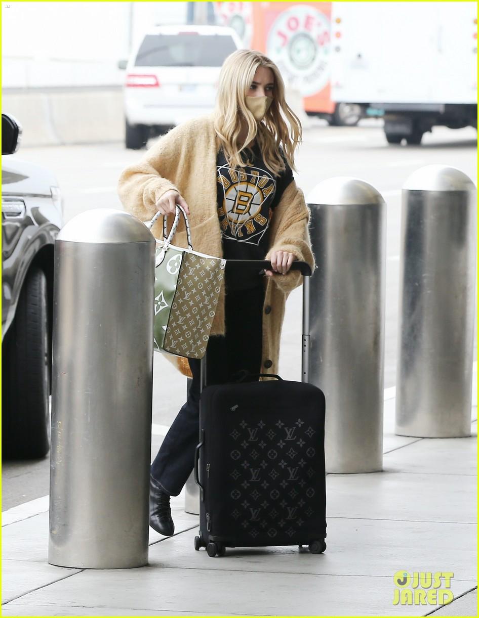 emma roberts garrett hedlund airport after pregnancy news 324465613