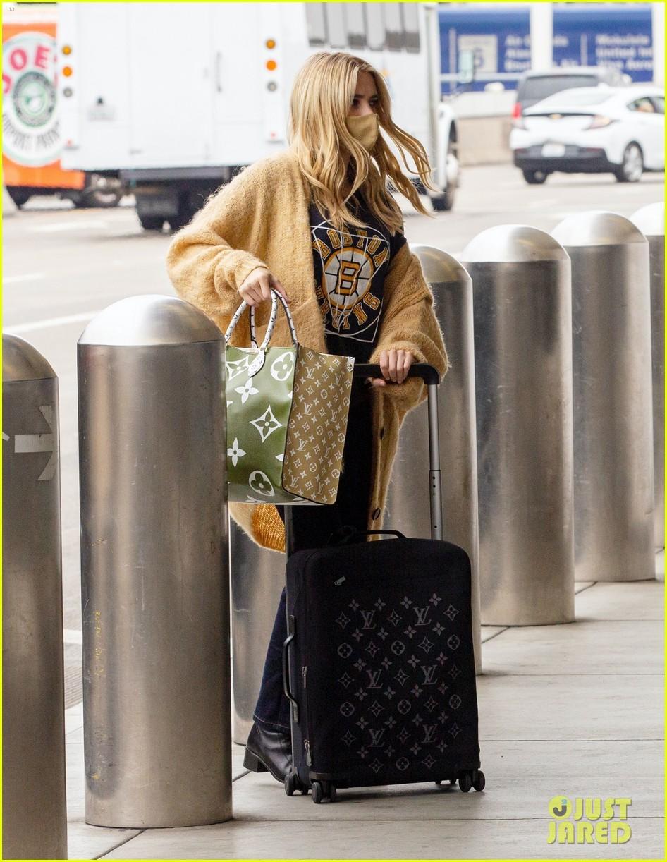 emma roberts garrett hedlund airport after pregnancy news 554465636