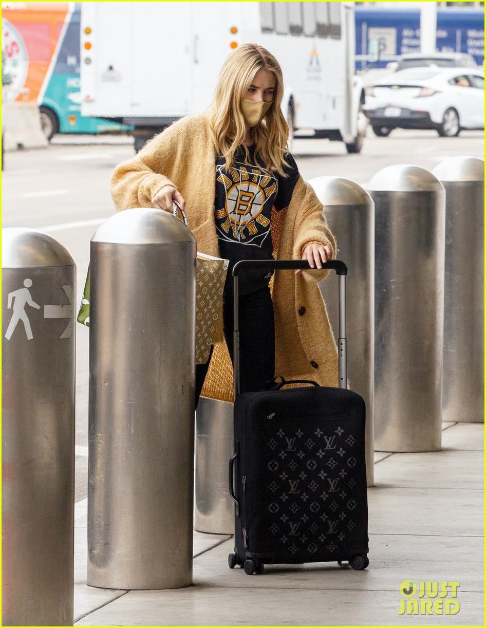 emma roberts garrett hedlund airport after pregnancy news 564465637