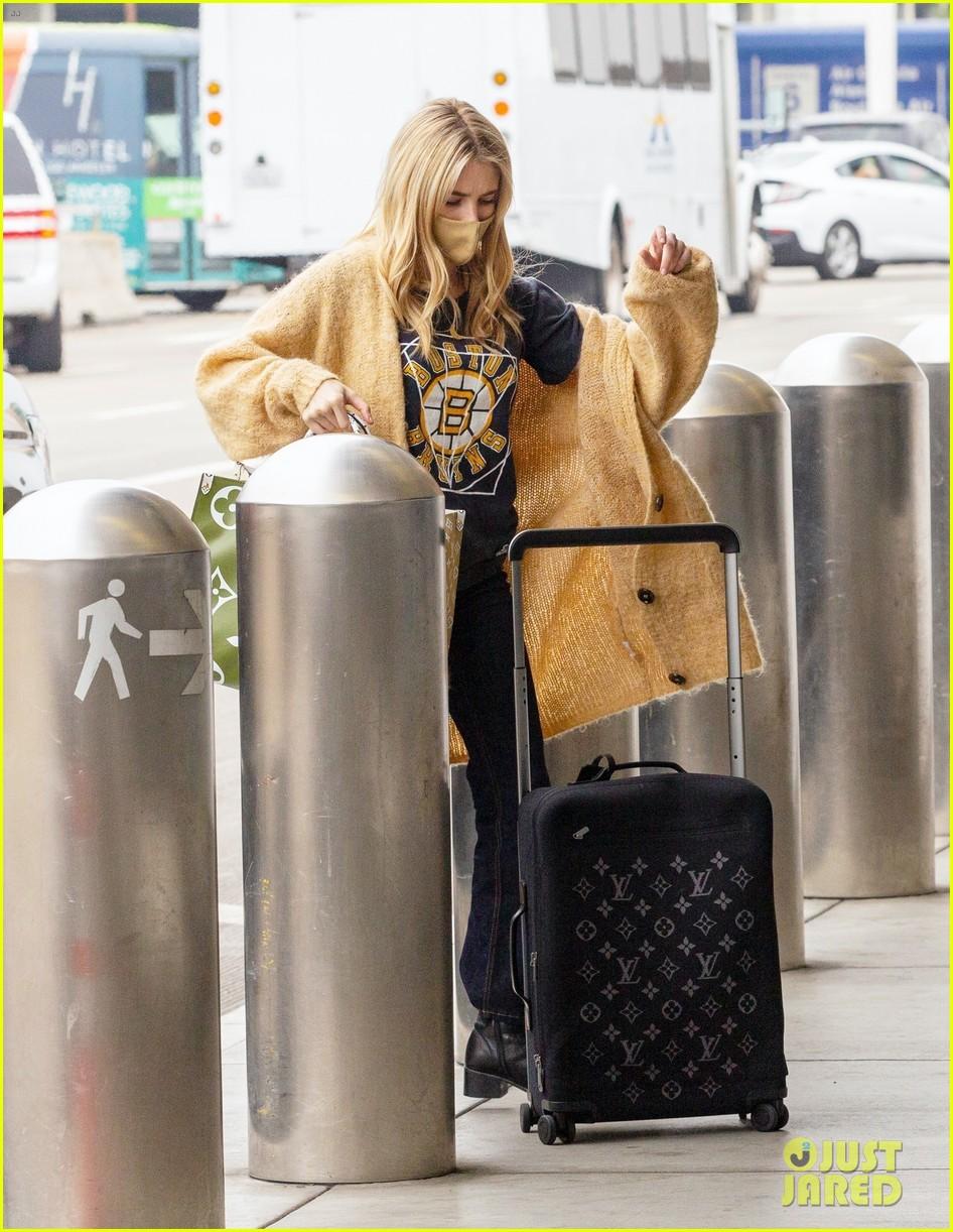 emma roberts garrett hedlund airport after pregnancy news 574465638