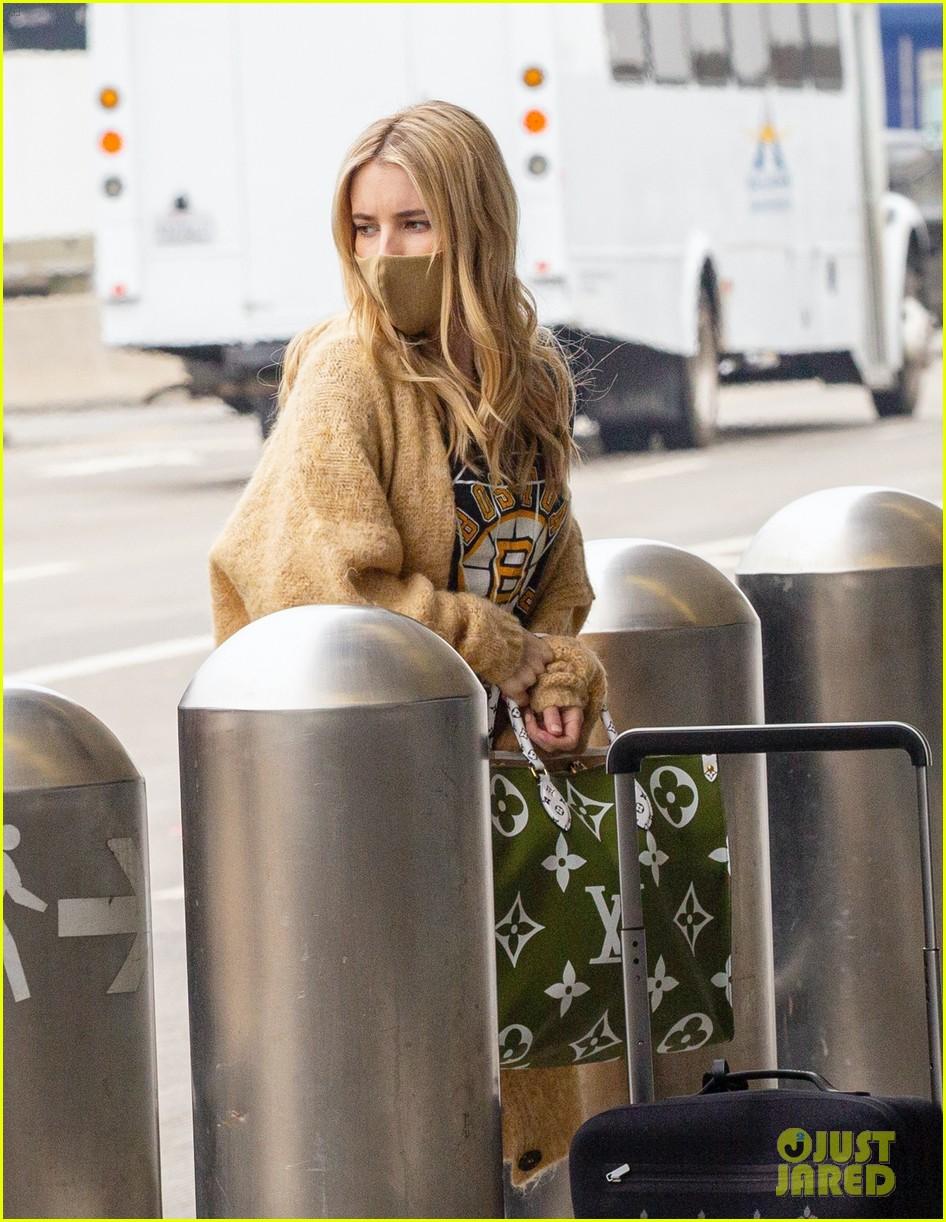 emma roberts garrett hedlund airport after pregnancy news 584465639