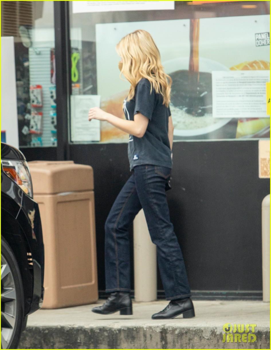 emma roberts garrett hedlund airport after pregnancy news 744465655