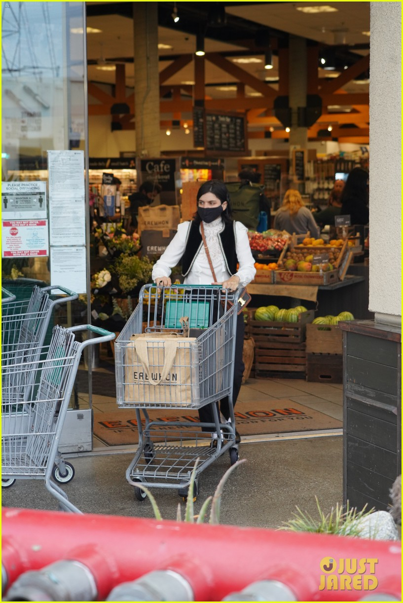 soko goes shopping at erewhon 014465506