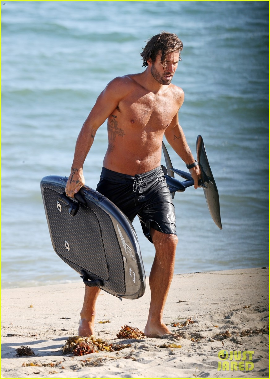 brody jenner shows off fit body going shirtless at the beach 014469907