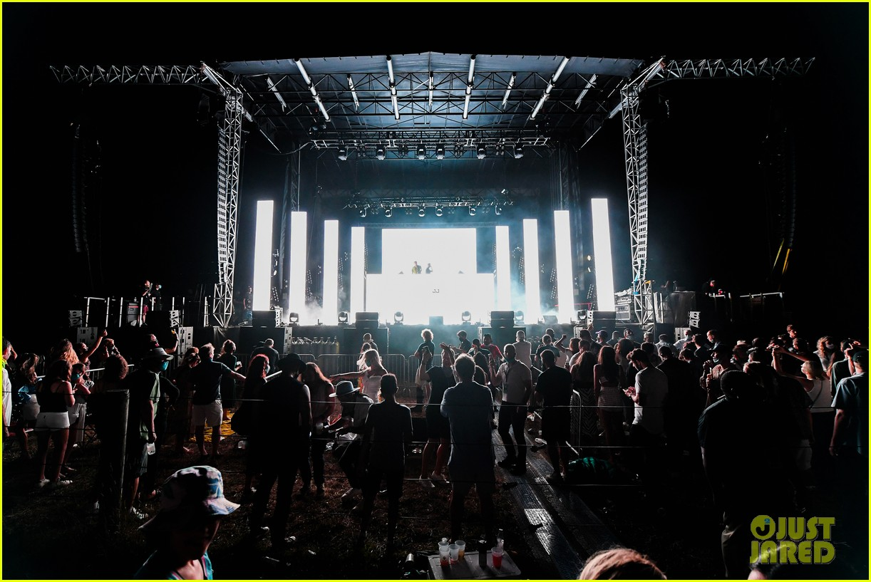 the chainsmokers drive in concert hamptons 014472181
