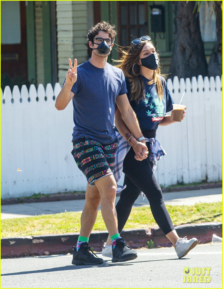 darren criss wife mia hold hands coffee run 014468369