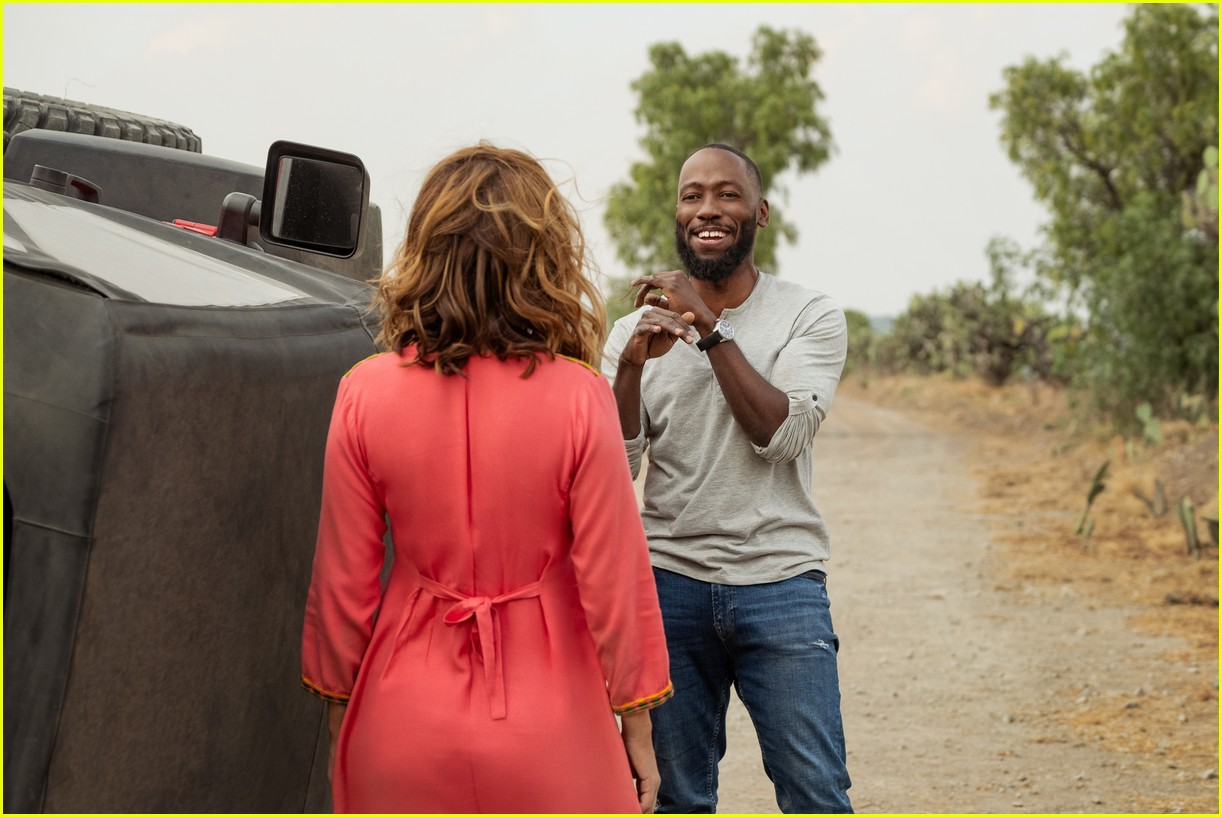 The Stars Of Netflix S Desperados Have Played A Couple Before Photo 4467677 Lamorne Morris Nasim Pedrad Netflix Pictures Just Jared