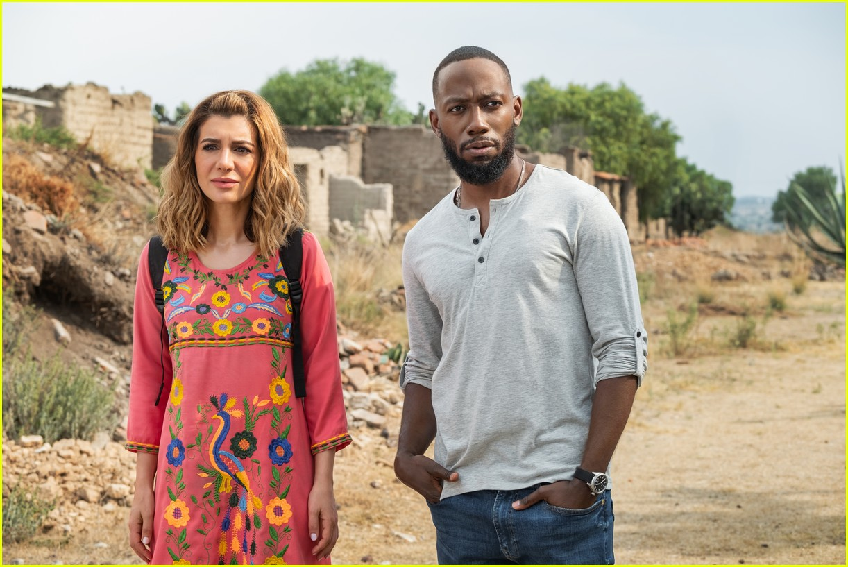 The Stars Of Netflix S Desperados Have Played A Couple Before Photo 4467682 Lamorne Morris Nasim Pedrad Netflix Pictures Just Jared